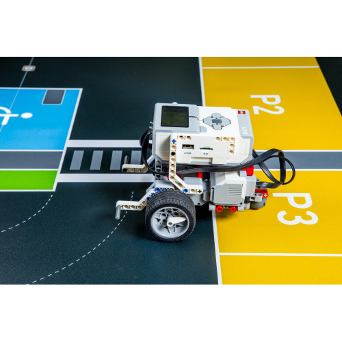 Robot Lego ® Mindstorm EV3 sobre tapete movilidad de TILK Education